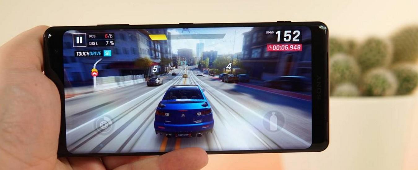 Sony Xperia XZ3, smartphone top di gamma dal prezzo onesto con uno schermo spettacolare. L'ergonomia però non convince del tutto.