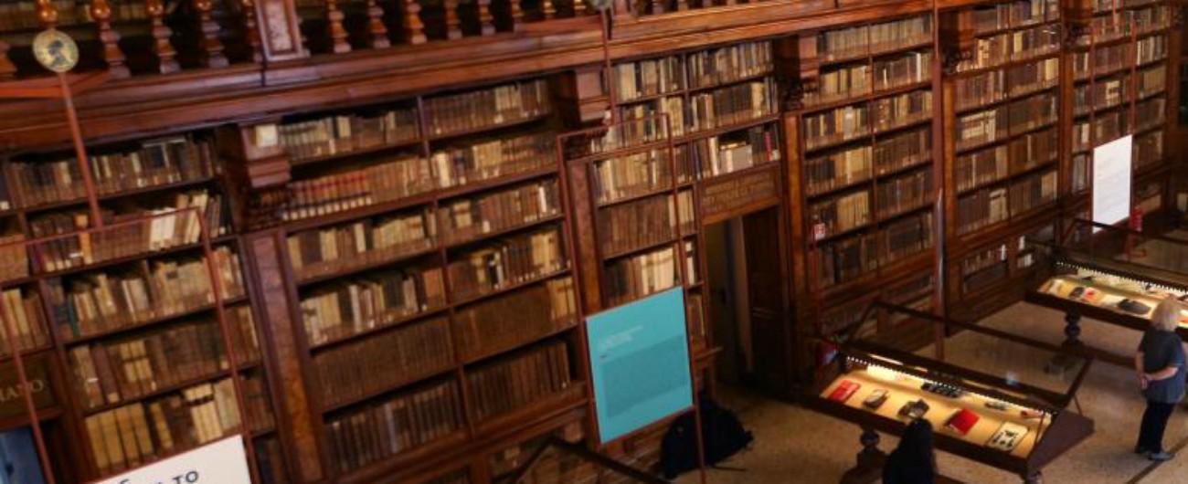 Torino, medico ossessionato dai libri rari e antichi: sezionava col bisturi e rubava le pagine. Ha patteggiato 18 mesi