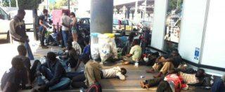 Dl Sicurezza, migranti via dal Cara e portati a Crotone. Croce Rossa: 'Alcuni hanno dormito in strada. Lunedì sarà sos'