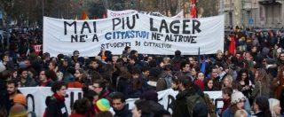 """Milano, migliaia in corteo contro i centri per il rimpatrio e il decreto sicurezza. Gli organizzatori: """"Insulti sulla nostra pagina"""""""