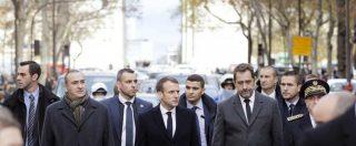 Gilet gialli, Macron all'Arco di Trionfo dopo le proteste. E chiede al premier di ricevere i portavoce del movimento