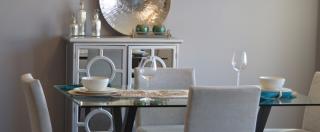 Legno, marmo, vetro, materiali smart: il tavolo diventa oggetto di design.