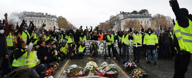 Francia, i gilet gialli stanno smascherando Macron e il suo neoliberismo