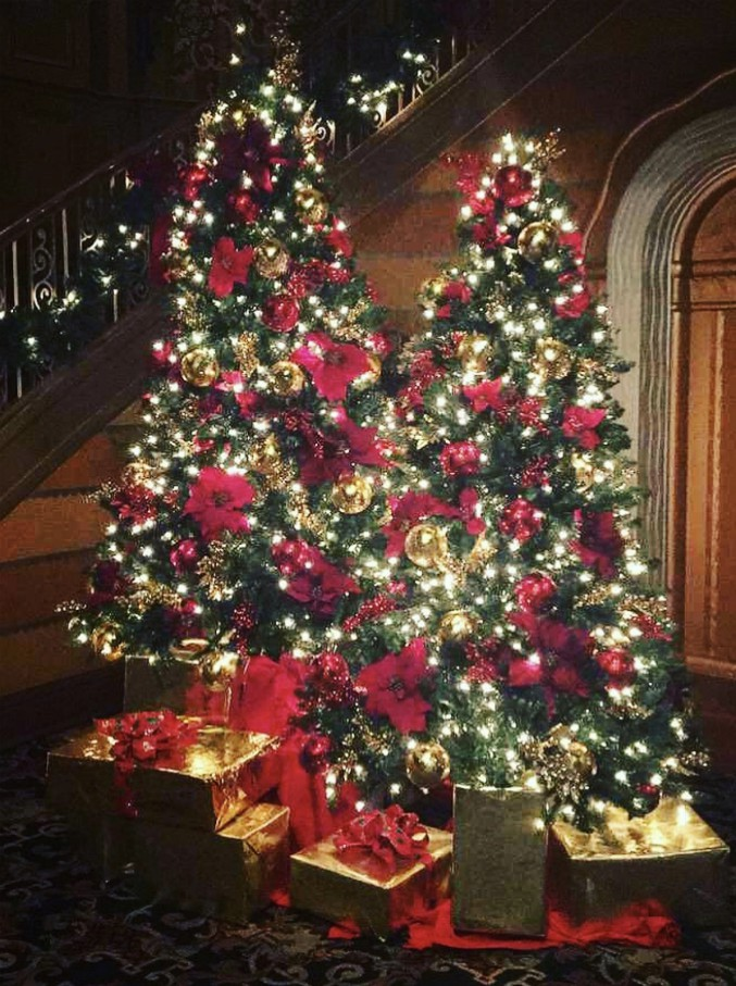 Galateo di Natale: 8 regole semplici ma efficaci per non sbagliare un colpo e superare le feste in grande stile