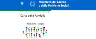 """Manovra, tolta la """"carta famiglia"""" agli extracomunitari: sarà solo per italiani e cittadini Ue"""