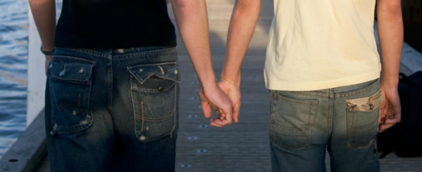 Gli omofobi nascondono pulsioni sessuali gay. Ce lo dice la psicologia