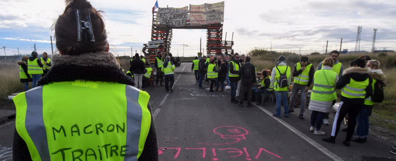 """Gilet gialli, scontri studenti-polizia a Nizza e Marsiglia. Sabato cortei a Parigi, pronti 65mila poliziotti. Ministra: """"State a casa"""""""