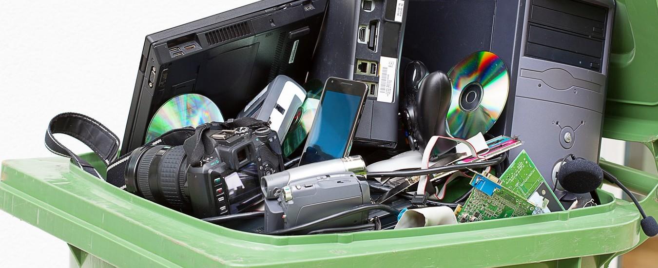 Il tuo vecchio telefono cellulare dimenticato nel cassetto può far morire i gorilla del Congo. Riciclalo!