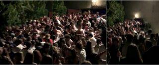 Ancona, panico al concerto di Sfera Ebbasta: il momento del crollo della balaustra sotto la pressione di ragazzi in fuga