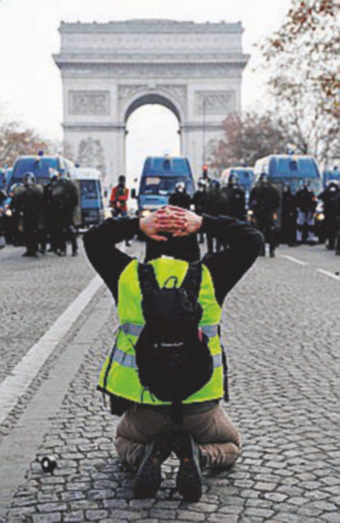 """Il premier Philippe: """"Nessuna tassa può spezzare il Paese"""""""
