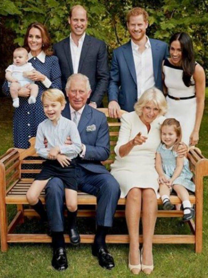 William, Kate Middleton, Harry e Meghan Markle hanno il loro gruppo Whatsapp. Ma non sono gli unici della Famiglia Reale…