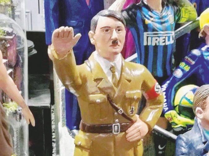 """Statuina di Hitler nel presepe, l'artigiano si difende così: """"Un lavoro su commissione"""""""