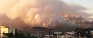 """Roma, incendio in deposito rifiuti Ama Fumo nero sulla città. Comune: """"Tenere finestre chiuse"""". Raggi: """"L'Italia ci aiuti"""""""