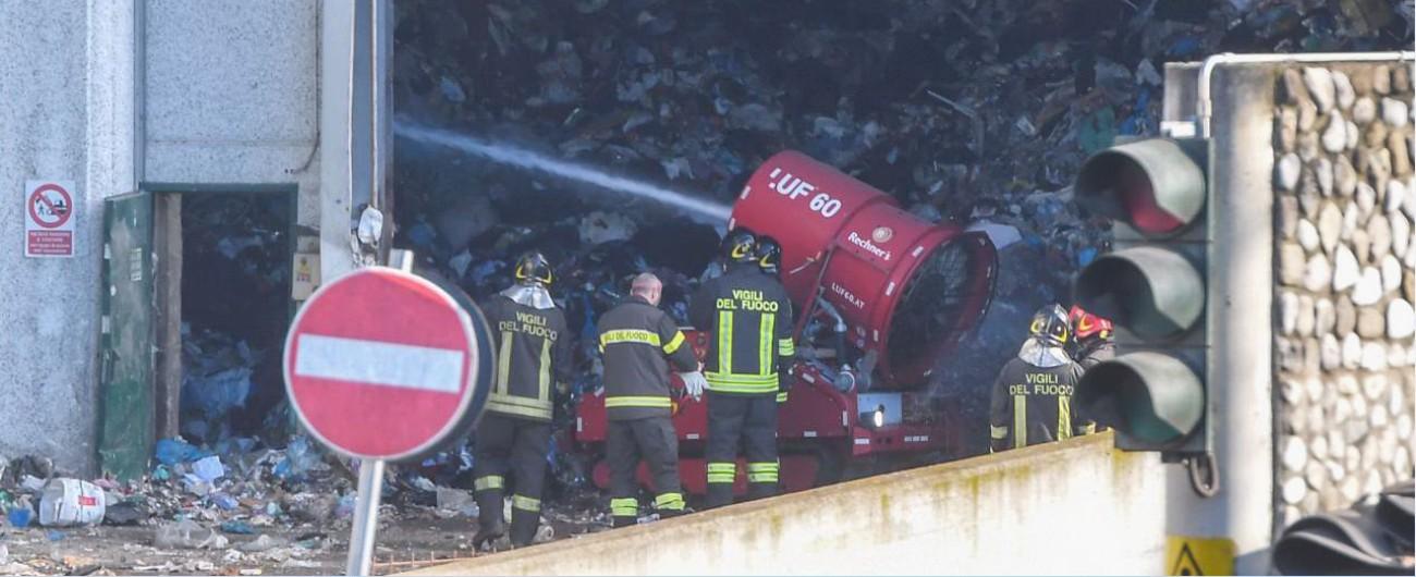 Incendio tmb Roma, Procura indaga per disastro colposo: 'Ma non è escluso il sabotaggio'. Operai: 'Scoppio, poi il rogo'