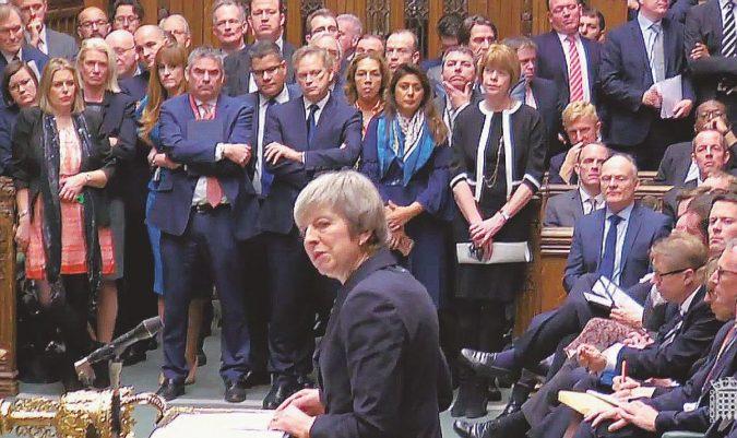 """Maledetta Brexit: Corbyn contro May, ma """"a tempo debito"""""""
