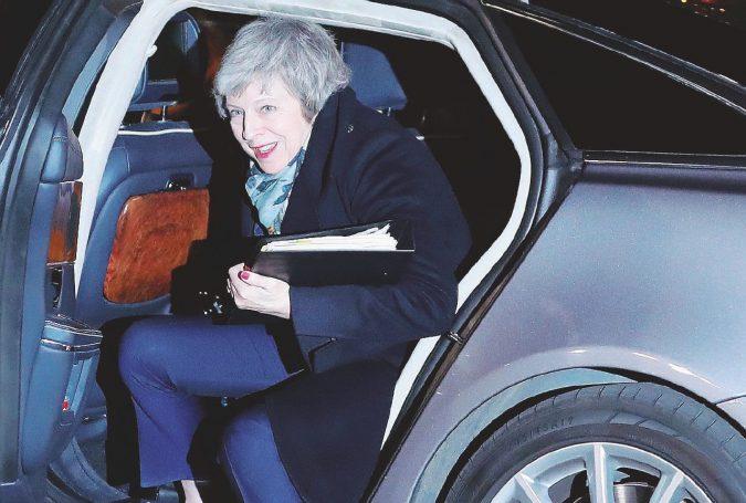 La Brexit è salva, ma May non sta più tanto bene