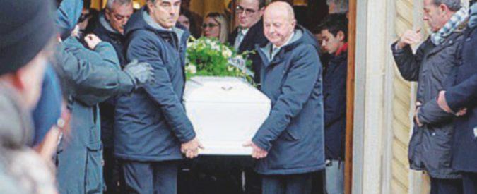 """I funerali delle vittime, il dolore di una mamma: """"Emma doveva venire via con me quella sera"""""""