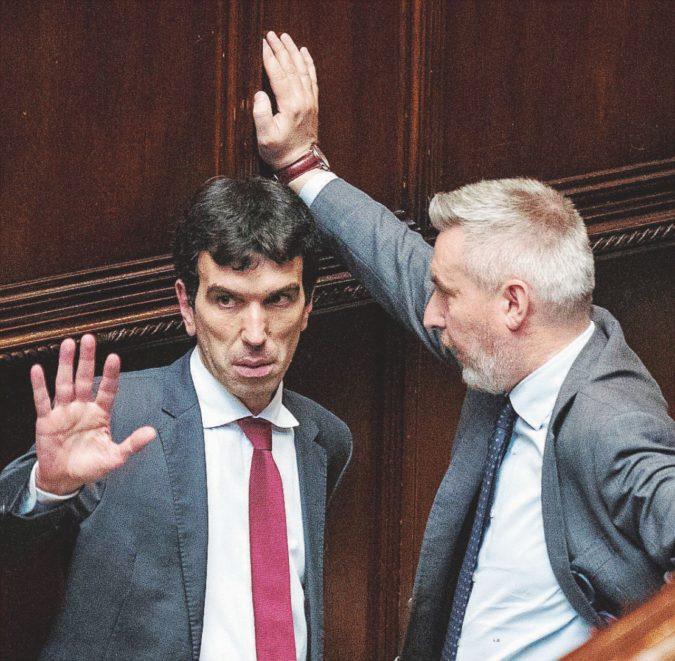 L'hanno rimasto solo: Renzi perde pure i gruppi