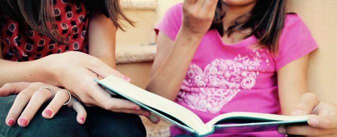 """Studentesse comprano libro a tema lgbt in fiera, la professoressa lo censura: """"Non adatto"""". La denuncia della casa editrice"""