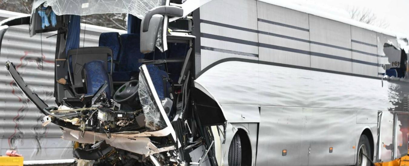 """Flixbus, è italiana la donna morta nello scontro del pullman schiantatosi a Zurigo. """"Altri 2 connazionali tra i feriti gravi"""""""