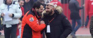 """Salvini va alla festa della Curva del Milan. Stringe la mano a capoultrà che patteggiò per droga. """"Io indagato tra gli indagati"""""""