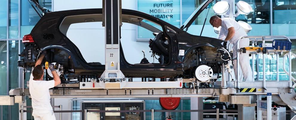 Germania, l'auto di domani è elettrica. Ma a rimetterci saranno i lavoratori