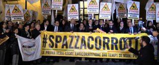 """Ddl Anticorruzione, M5s festeggia davanti a Montecitorio. Di Maio: """"Mettiamo al centro la brava gente"""""""