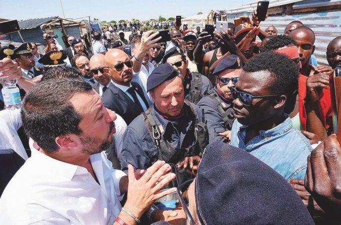 La lettera di Matteo ai prefetti: i migranti non vanno cacciati