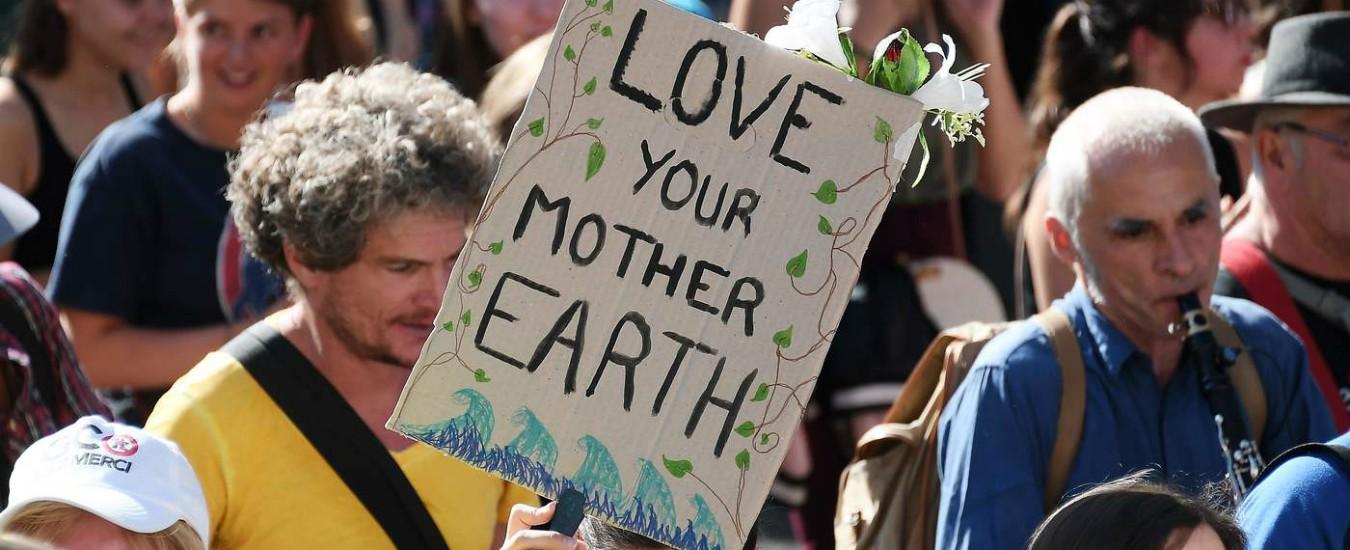 Il governo promette di difendere il clima ma poi sta con le fonti fossili. E così tradisce gli studenti