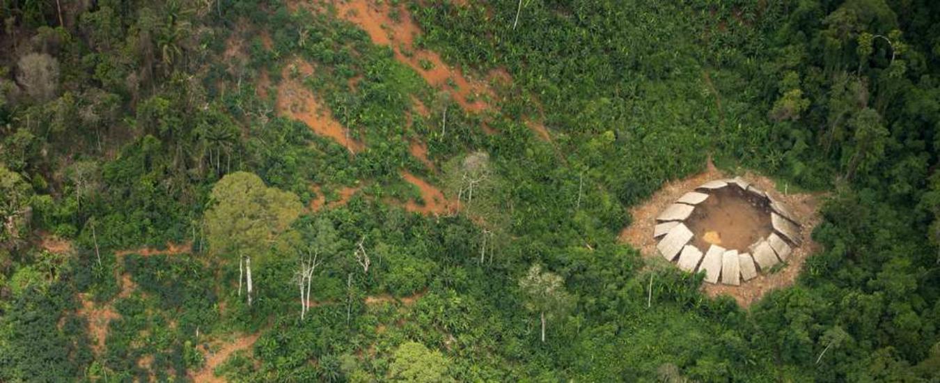 Bolsonaro minaccia i popoli indigeni dell'Amazzonia. Si sta rischiando un genocidio