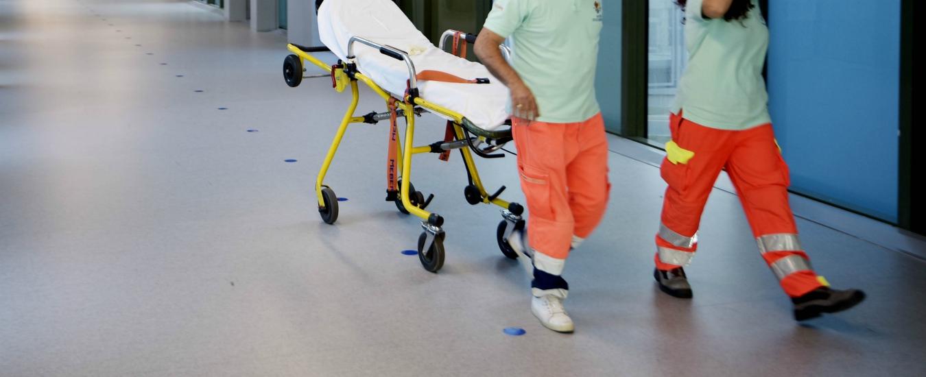 Gallarate, paziente si suicida gettandosi dal tetto dell'ospedale: i suoi parenti devastano il Pronto Soccorso