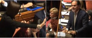 """Manovra, il maxi-emendamento slitta e scoppia la bagarre. Forza Italia si volta per protesta. E Casellati: """"Governo rispetti Senato"""""""