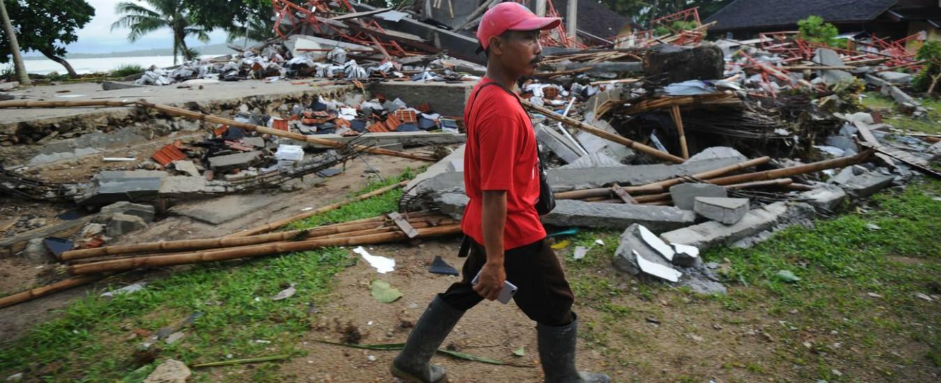 """Indonesia, oltre 370 morti e più di 1400 feriti. """"Sistema di allarme per gli tsunami non funziona dal 2012"""""""