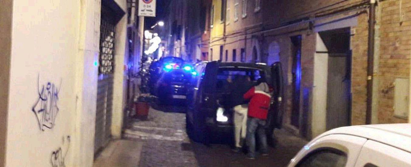 Agguato a Pesaro, ucciso il fratello del pentito di 'ndrangheta Bruzzese. Colpito nonostante fosse sotto tutela