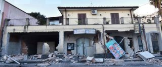 Etna, terremoto 4.8: paura a Catania, crolli in provincia e 10 feriti. Chiuso tratto A18, aeroporto resta aperto