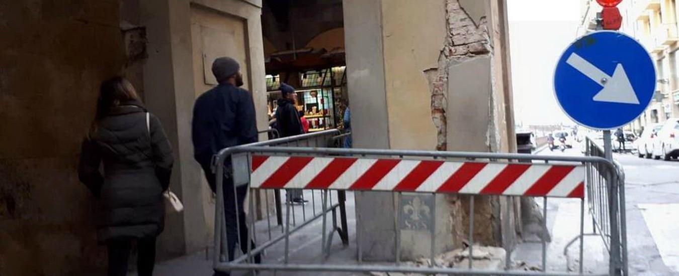 """Firenze, camion in retromarcia urta basamento del Corridoio Vasariano: """"Danno da decine di migliaia di euro"""""""