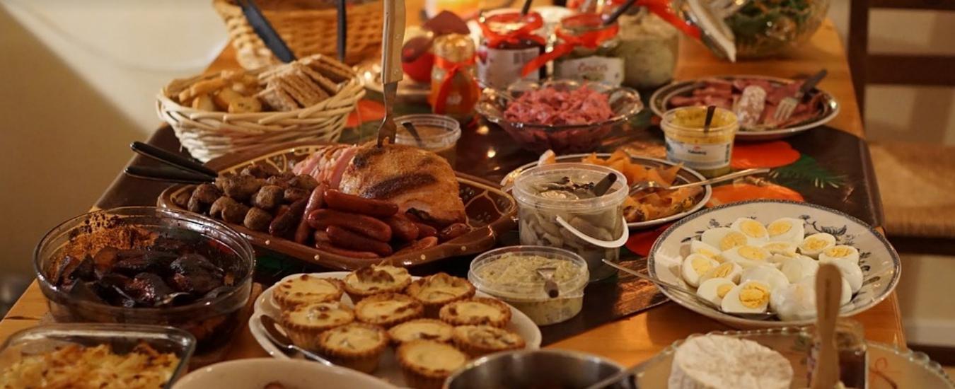 Natale e avanzi, qualche trucco (e un paio di ricette) per evitare di sprecare il cibo
