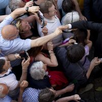 Ufficio Stampa Quirinale, 2 giugno Mattarella nei giardini del Quirinale saluta i cittadini