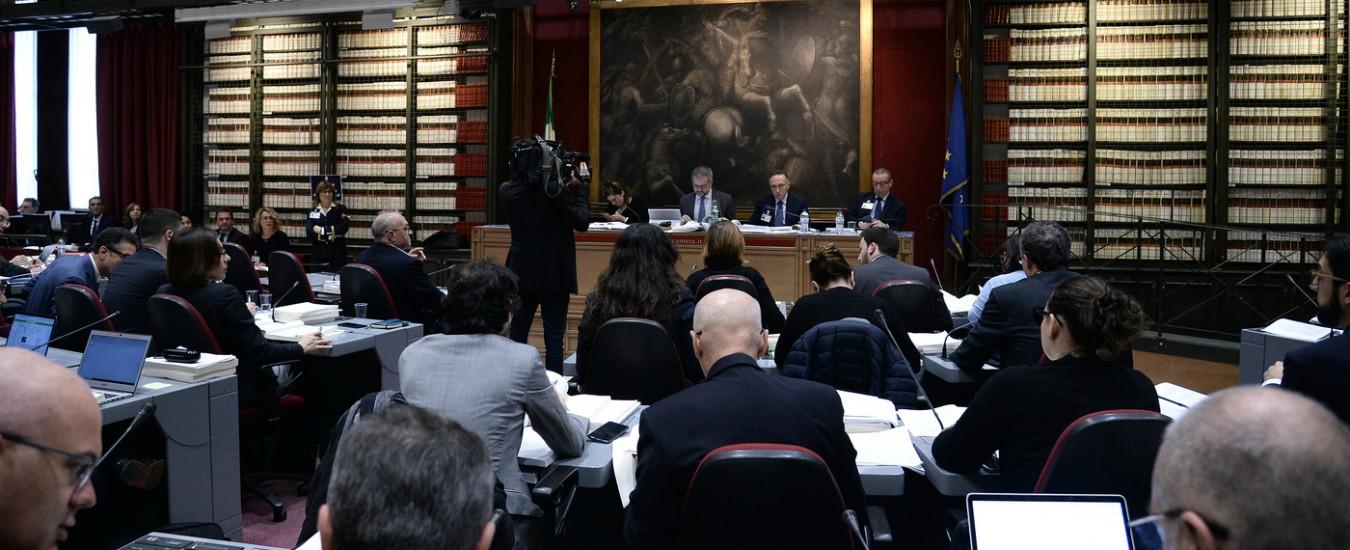 Manovra alla camera bagarre in commissione approvato for Commissione bilancio camera