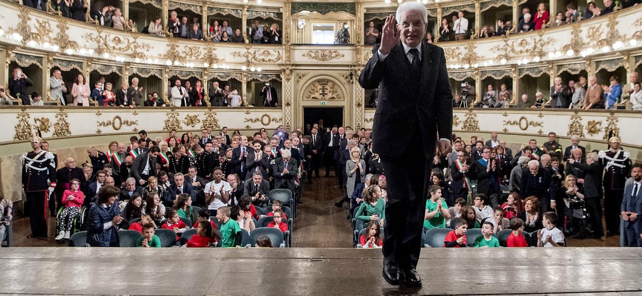"""Mattarella, il 2018 """"punk"""" del presidente: dalla guerra tra poteri su Savona alla """"contronarrazione"""" contro il razzismo"""