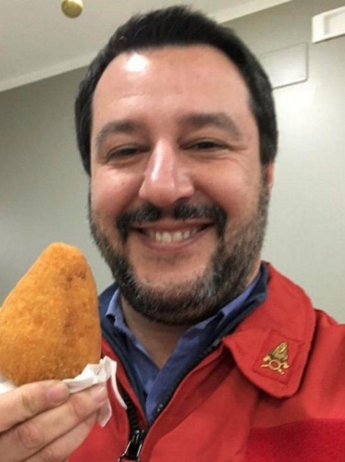 Matteo Salvini, oltre alla Nutella c'è di più: ecco le sue uscite social da food blogger (non salutista) tra Pan di Stelle e focaccine