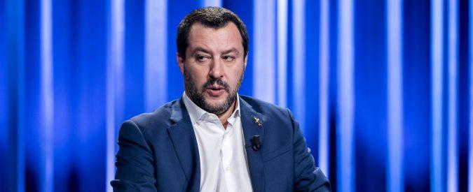 Non gli bastava mettersi la divisa, ora Salvini vuole fare pure il Papa