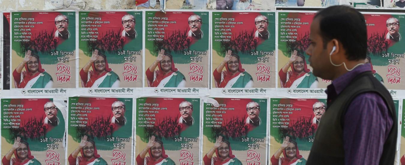 """Bangladesh, tensione nel giorno delle elezioni: """"Almeno sedici persone morte"""". Opposizioni denunciano brogli"""