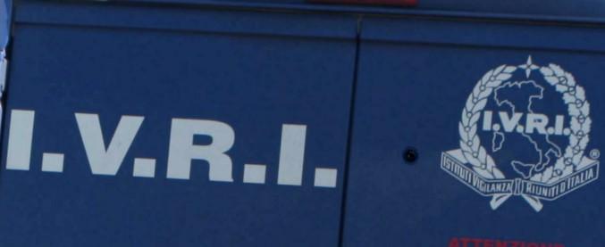Bari, assalto a portavalori: bloccato da 2 camion in fiamme e aperto con le ruspe. Rubati i soldi delle pensioni: 2,3 milioni