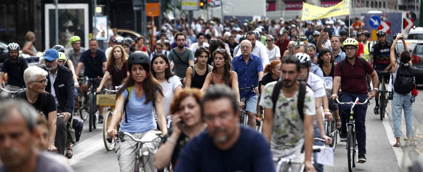 """Bari, il comune pagherà 25 euro al mese chi va al lavoro in bici: """"Raddoppiare i mezzi in città nel 2019"""""""