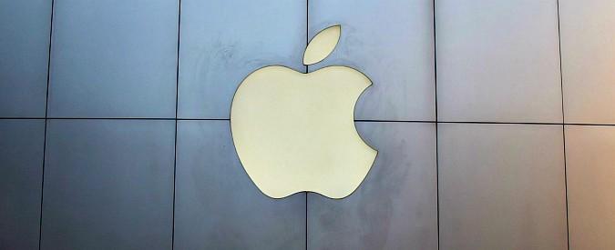 Apple, dopo taglio stime di crescita titolo perde il 10% in una seduta e trascina in negativo Wall Street e i listini europei