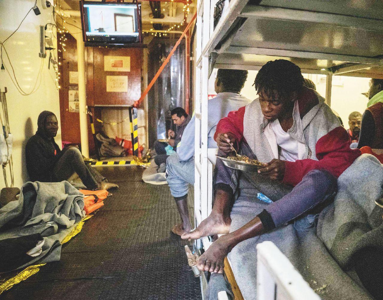 """Sul Fatto Quotidiano del 6 gennaio: Sea Watch ancora ferma: """"Non siamo un hotspot"""""""