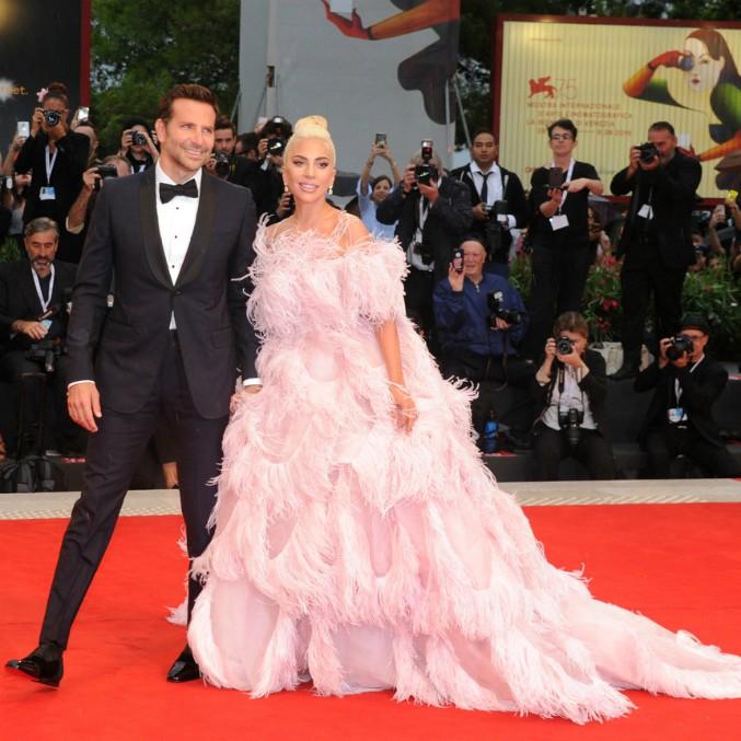 Golden Globes 2019, Lady Gaga e Bradley Cooper super favoriti: stanotte la cerimonia di consegna dei premi