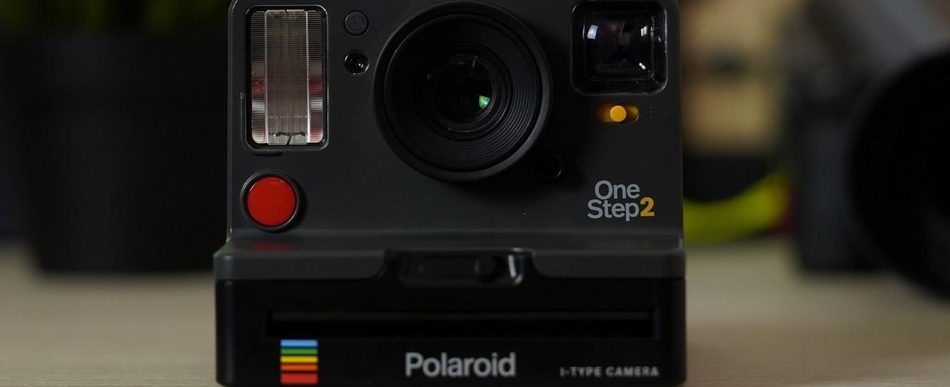 """Polaroid Originals One Step 2, la fotocamera a stampa """"istantanea"""" per i nostalgici delle foto in stile anni '80"""
