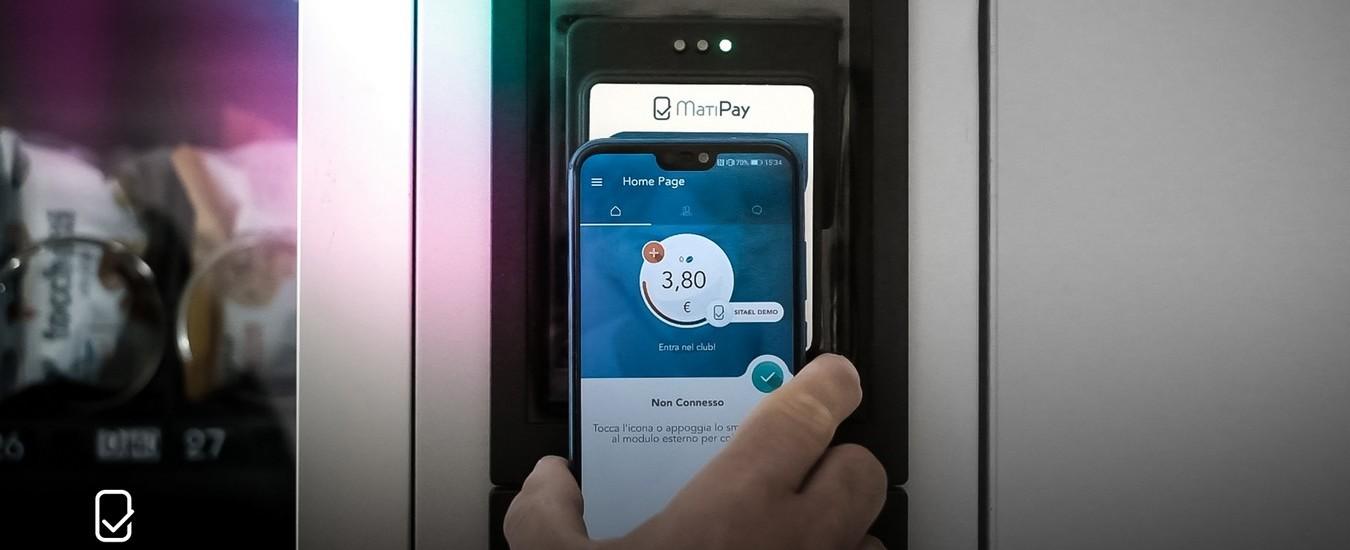 Il distributore automatico funziona senza le monetine, basta un'app. Azienda italiana premiata al CES di Las Vegas